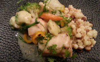 Vispannetje; Verschillende soorten vis, groenten en een saus van de visbouillon