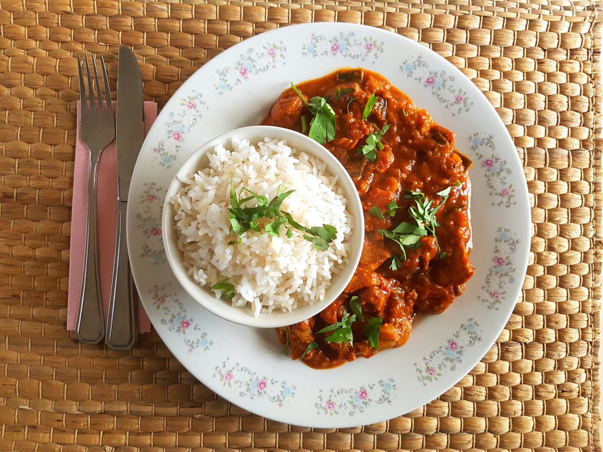 Curry van kip en aubergine