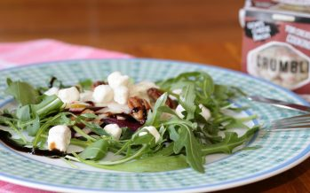 Biet-venkel salade met bacon cheese crumbles