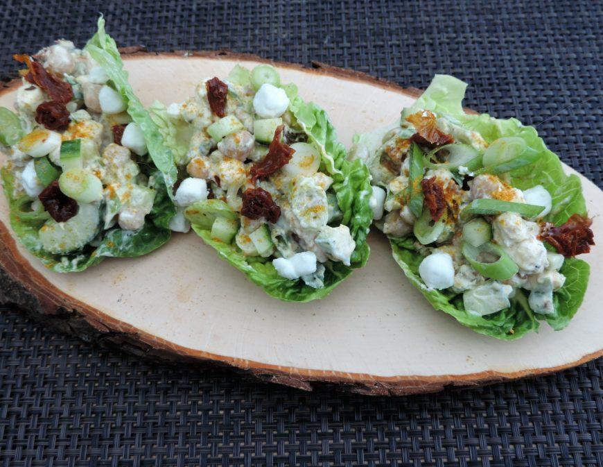 Slaschuitjes met peulvruchten geitenkaas salade
