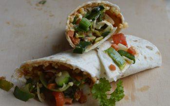 Vegetarische wraps met volop verse groenten en een avocadodip