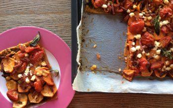 Plaattaart met zoete aardappel, oranje paprika en geitenkaas