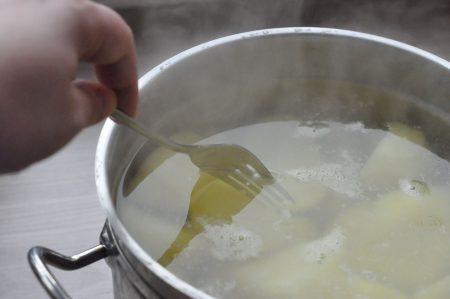 Aardappels gaar? prikken