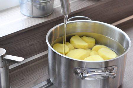 Aardappels spoelen