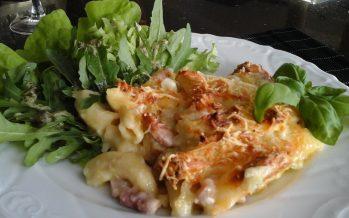 Pasta ovenschotel met spitskool en breydelspek