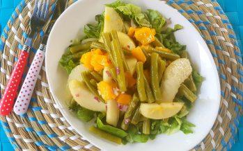 Boontjessalade met appel, peer en mango