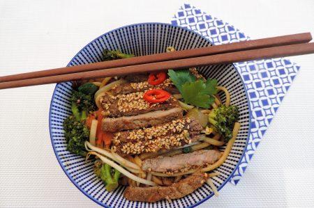 Oosterse wok schotel met broccoli