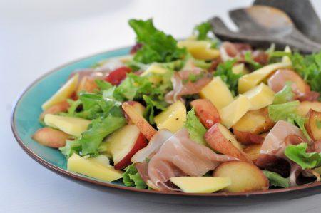 Zomerse salade met graskaas en wilde perzik header