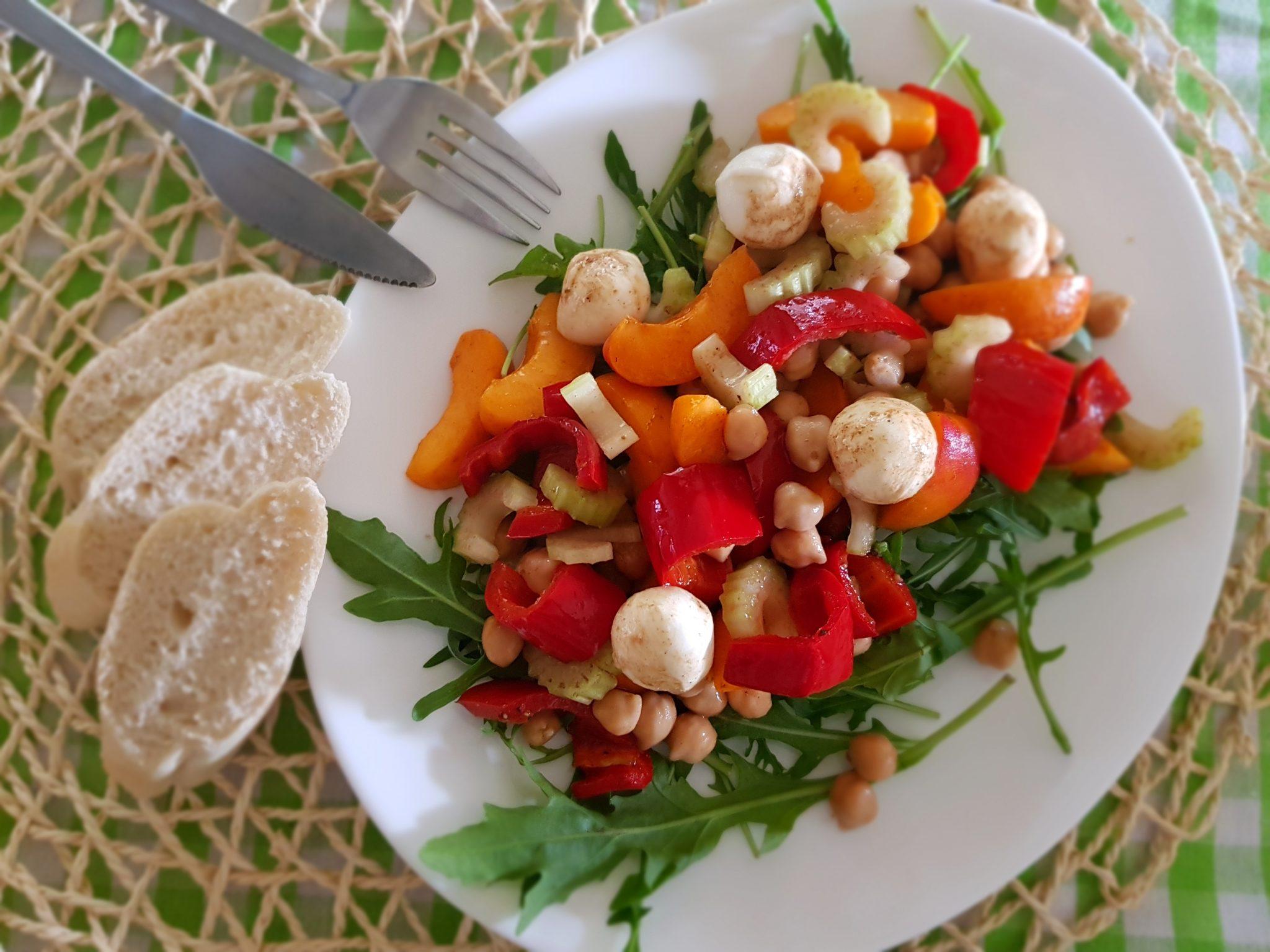 salade met kikkererwten en abrikoos