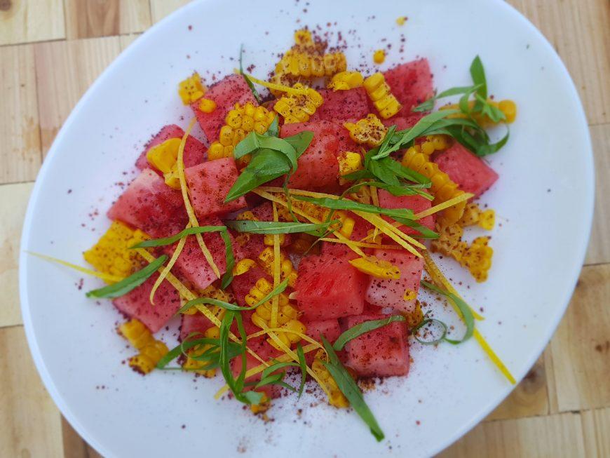 Watermeloen mais salade