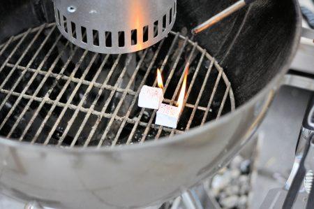 Bierblik kip van de barbecue aanmaakblokjes