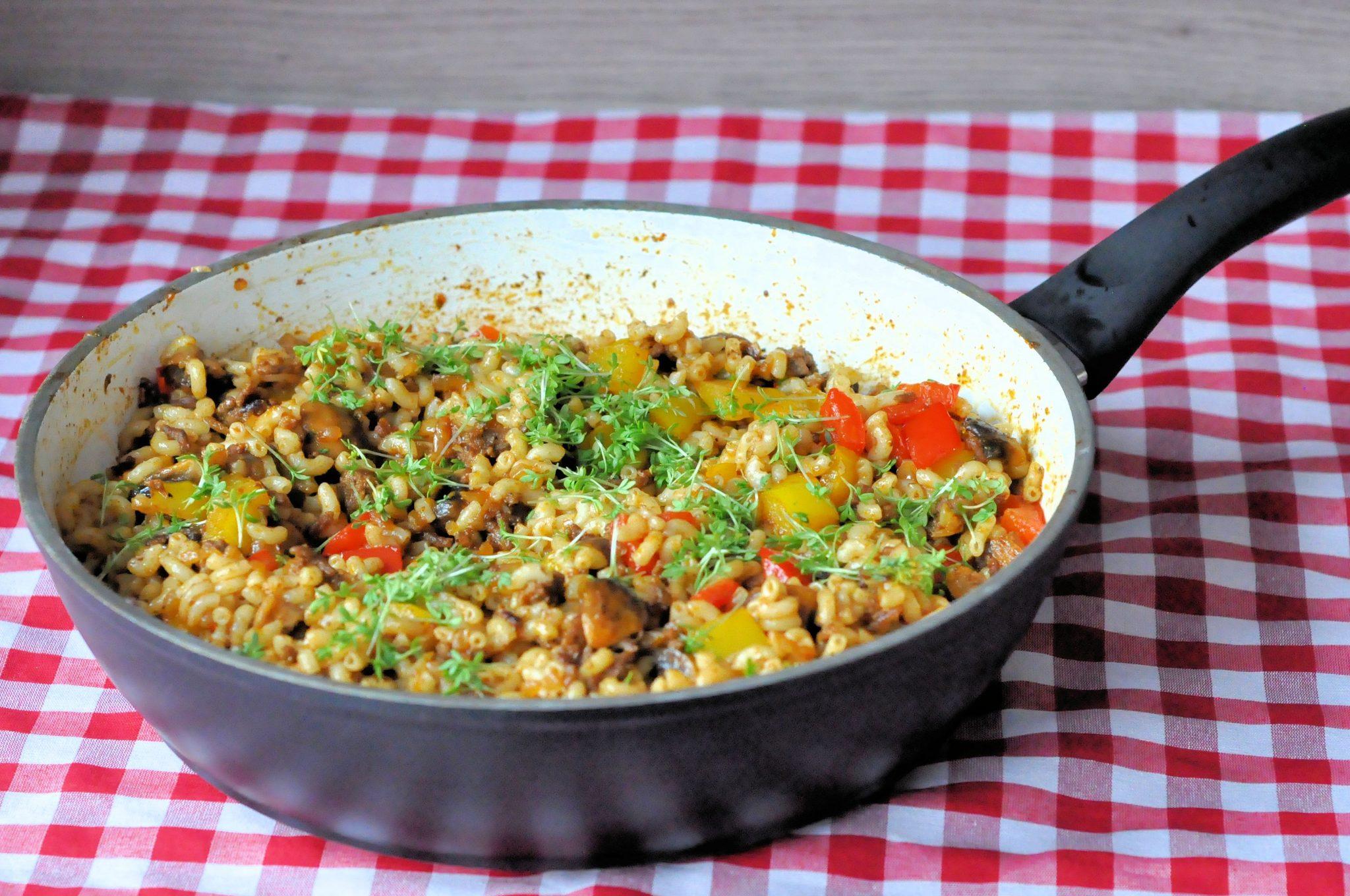 Macaroni met gehakt en paprika header