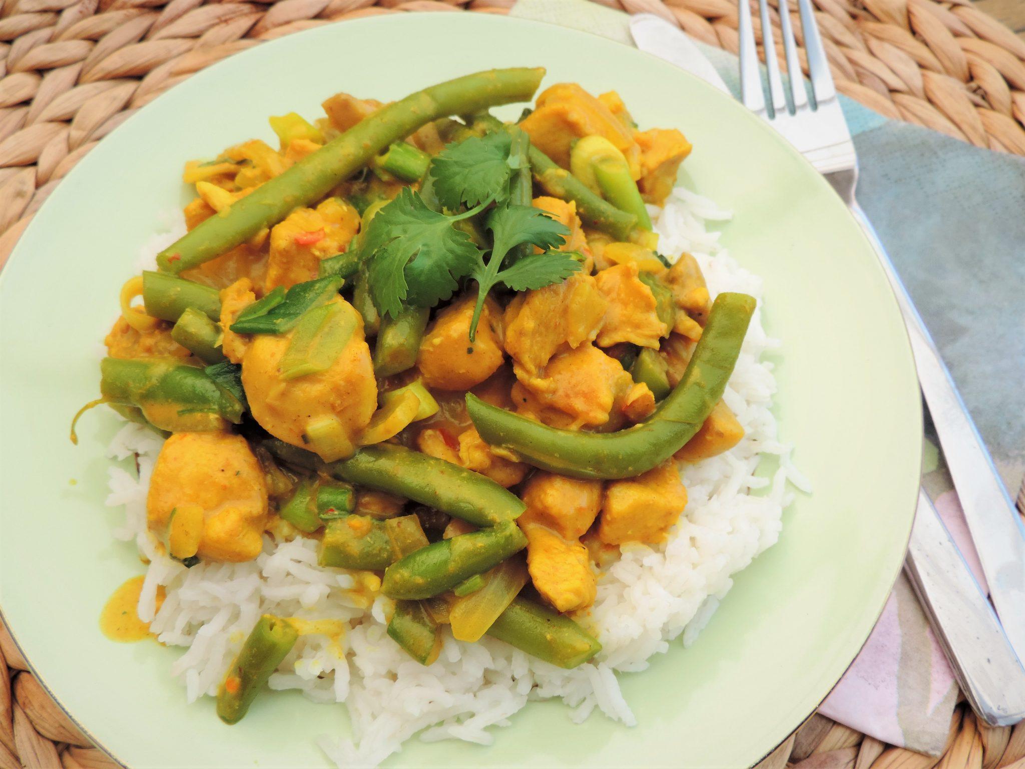 Eenvoudige kip curry met sperziebonen