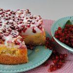 Zomers taartje met kwark en rode bessen