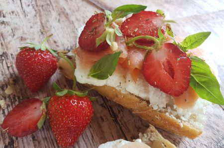 Belegde broodjes - Zalm - Aardbeien - Mascarpone