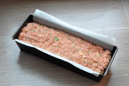 Gehaktbrood met verse kruiden bakblik