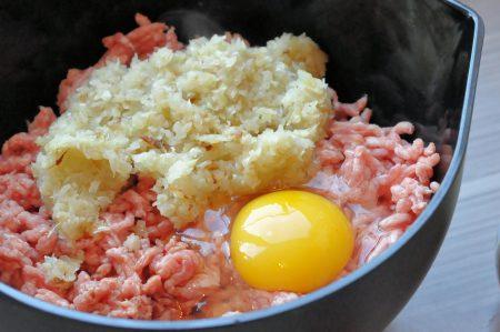 Gehaktbrood met ei en ui