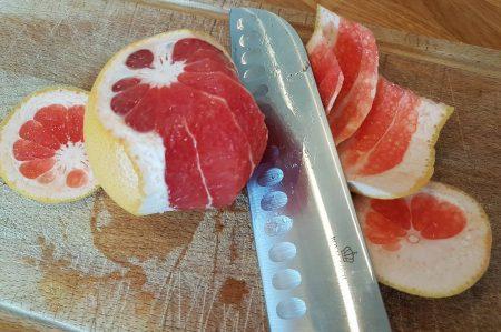 Grapefruit of pompelmoes schillen