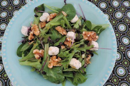 Groene salade met vinaigrette van balsamico en vijgen