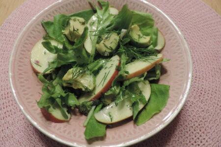 groene salade met appel en avocado