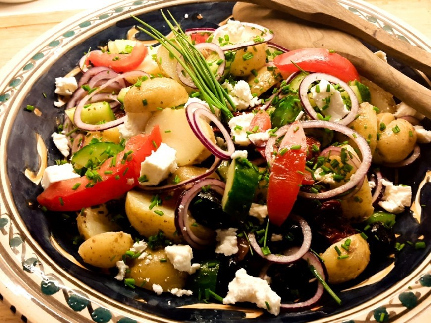 Aardappelsalade Met Feta, Tomaat En Komkommer