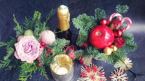 kerststukje kersttafel kerstsfeer