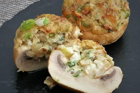 Gevulde champignons met roomkaas en groene kruiden